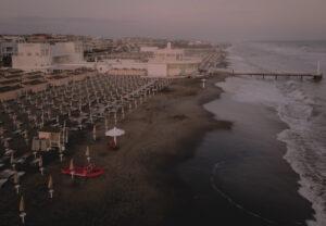Ombrelloni sulla spiaggia di Ostia