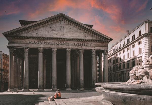 Vista frontale del Pantheon di Roma