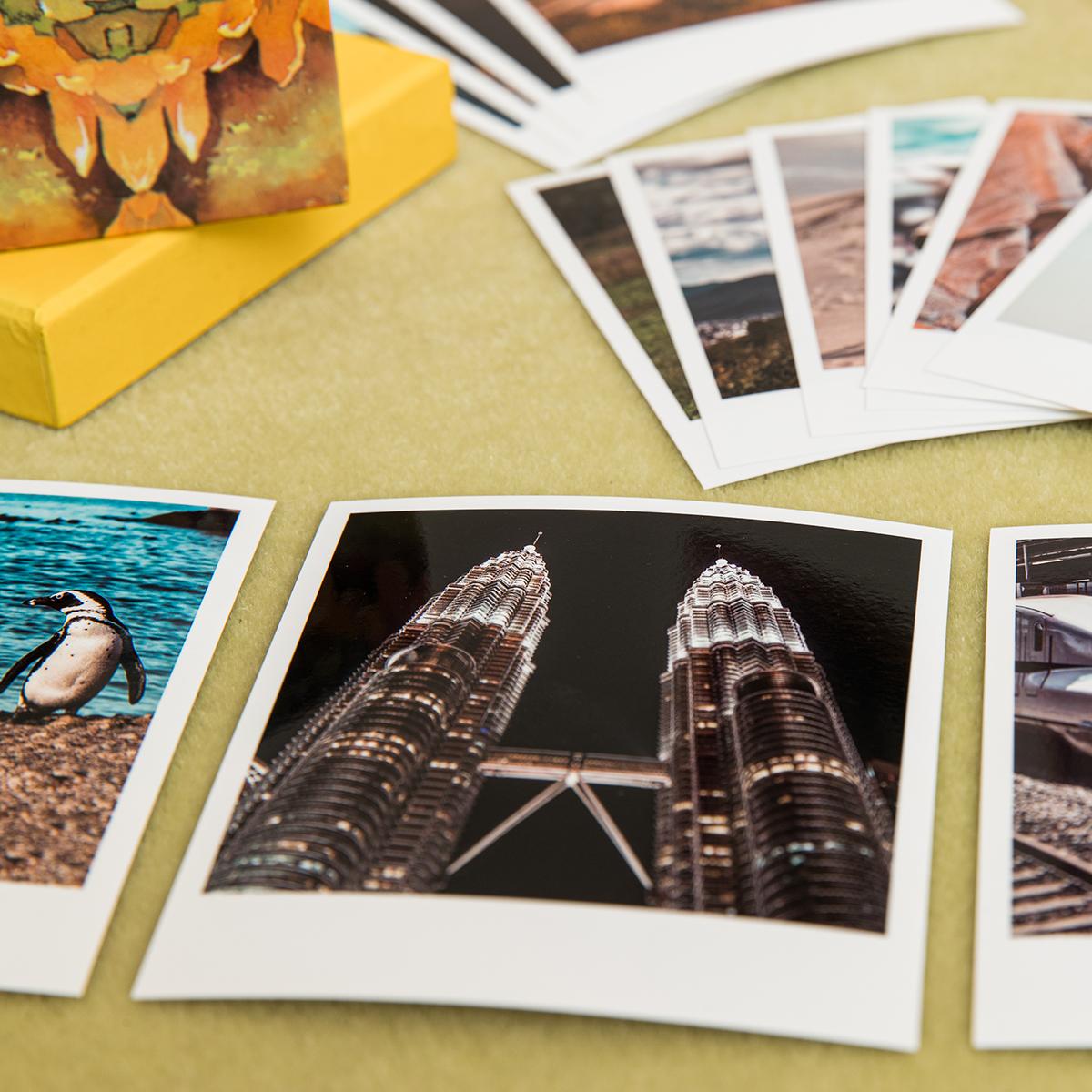 Polaroid su tavolo 2